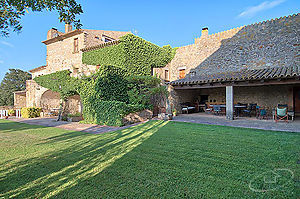 Fantastic farmhouse with garden and private pool in Baix Empordà